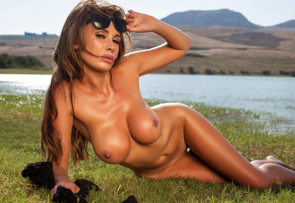 Heathrow Escorts - Busty Woman